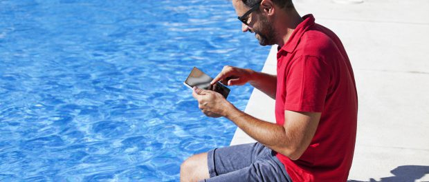 Perfect gadgets for the summer: water and sand proof